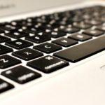 出先での長文入力は「iPhone+キーボード」か「MacBook Air」か 〜QWERTYキーボードから逃れられない私〜